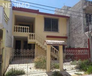NEX-29567 - Casa en Venta, con 3 recamaras, con 2 baños, con 299 m2 de construcción en Guadalupe, CP 24010, Campeche.