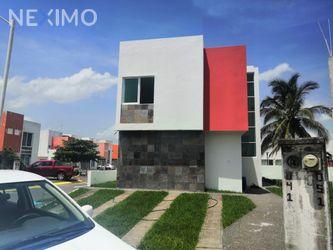 NEX-49713 - Casa en Venta, con 4 recamaras, con 2 baños, con 1 medio baño, con 135 m2 de construcción en Banus, CP 95266, Veracruz de Ignacio de la Llave.