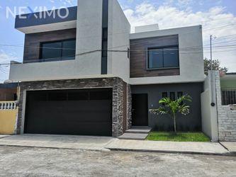 NEX-49776 - Casa en Venta, con 3 recamaras, con 3 baños, con 1 medio baño, con 200 m2 de construcción en El Manantial, CP 94297, Veracruz de Ignacio de la Llave.