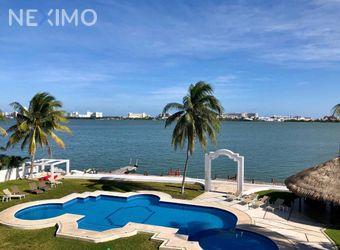 NEX-21793 - Departamento en Renta, con 2 recamaras, con 1 baño, con 1 medio baño, con 120 m2 de construcción en Zona Hotelera, CP 77500, Quintana Roo.