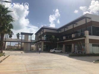 NEX-5892 - Local en Renta, con 2 baños, con 180 m2 de construcción en Zona Hotelera, CP 77500, Quintana Roo.