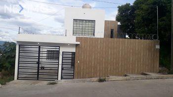 NEX-21169 - Casa en Venta, con 3 recamaras, con 1 baño, con 1 medio baño, con 154 m2 de construcción en Bosques del Sur, CP 29067, Chiapas.