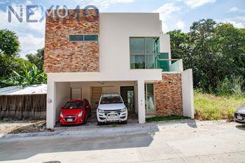 NEX-16284 - Casa en Venta, con 3 recamaras, con 5 baños, con 2 medio baños, con 274 m2 de construcción en Colinas del Sur, CP 29066, Chiapas.